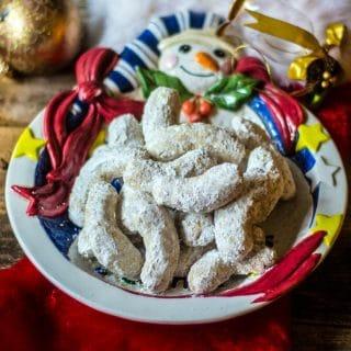 the best pecan crescent cookies