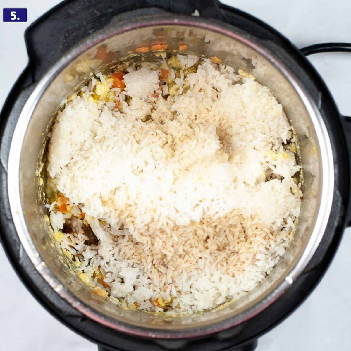 An instant pot filled with rice, egg, veggies to make fried rice.